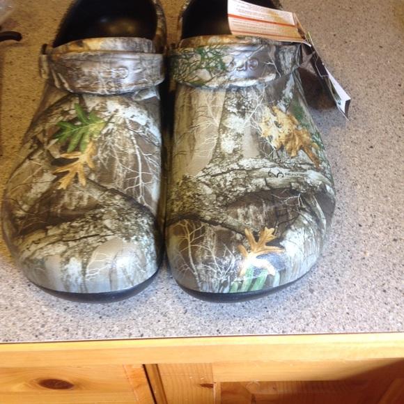 90063cf4e7 CROCS Shoes | Bistro Realtree Edge Clog Khakblack Size 15 | Poshmark